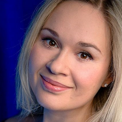 Headshot of Elena Maximova
