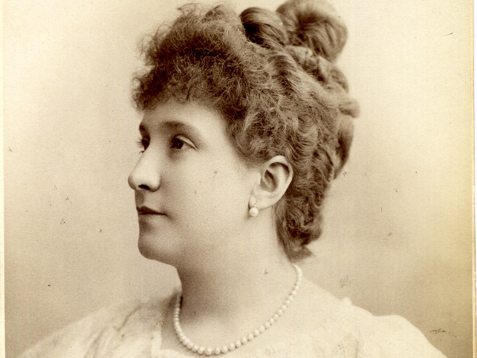 Melba, Nellie_ portrait_Reutlinger (Paris).jpg