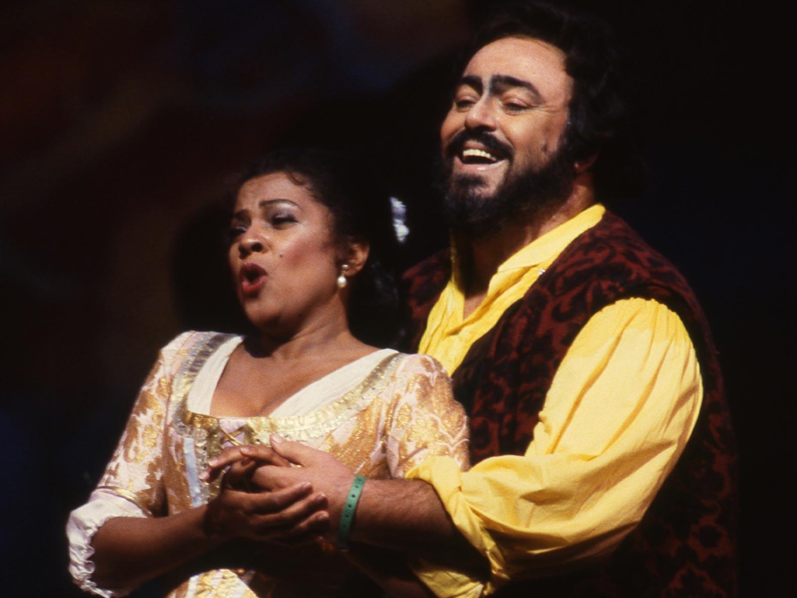 Elisir d'Amore 1991-92.Battle.Pavarotti_Davidson.jpg
