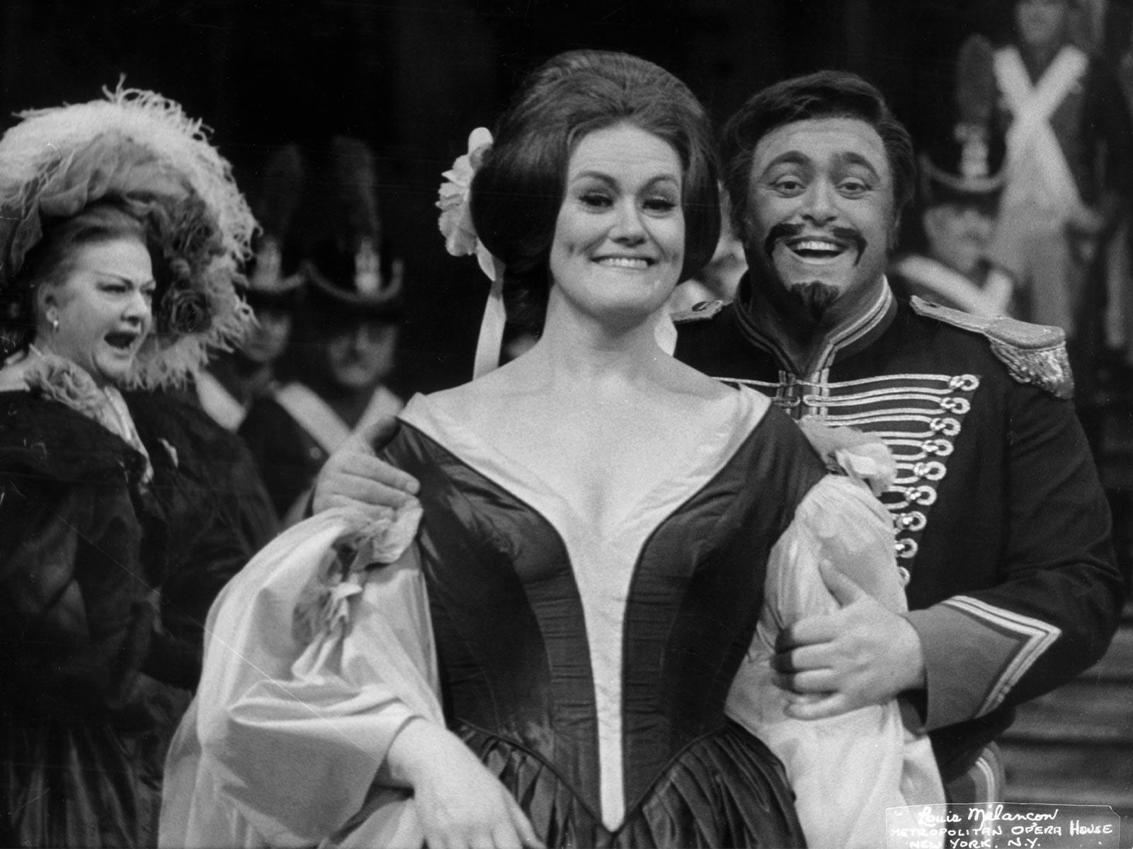 Fille du Regiment 1971-72 Welitsch, Sutherland, Pavarotti.jpg
