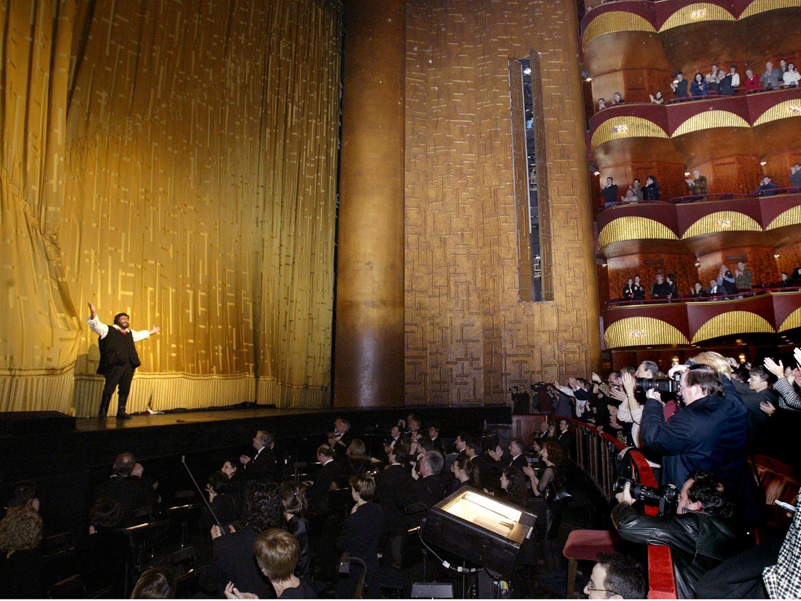 Pavarotti Curtain Call 667E6405a.jpg