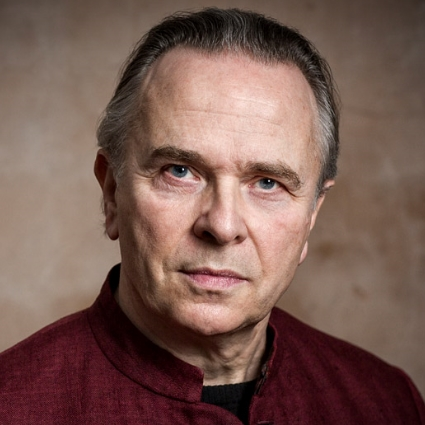 Headshot of Mark Elder