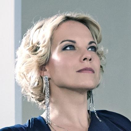 Headshot of Elīna Garanča