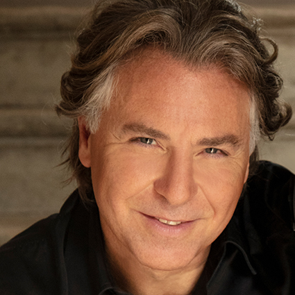 Headshot of Roberto Alagna