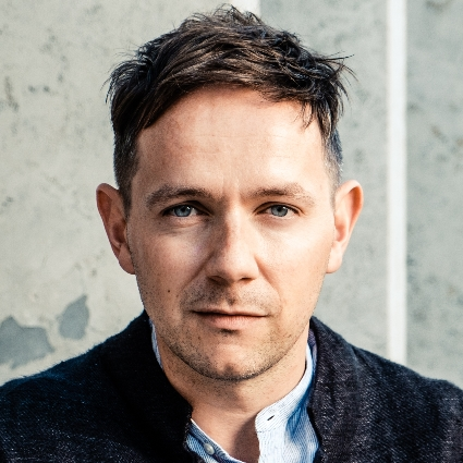Headshot of Iestyn Davies