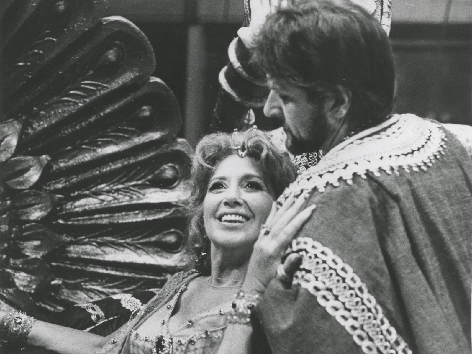 Sills, Beverly_Thais_title role_with Sherrill Milnes as Athanael.jpg